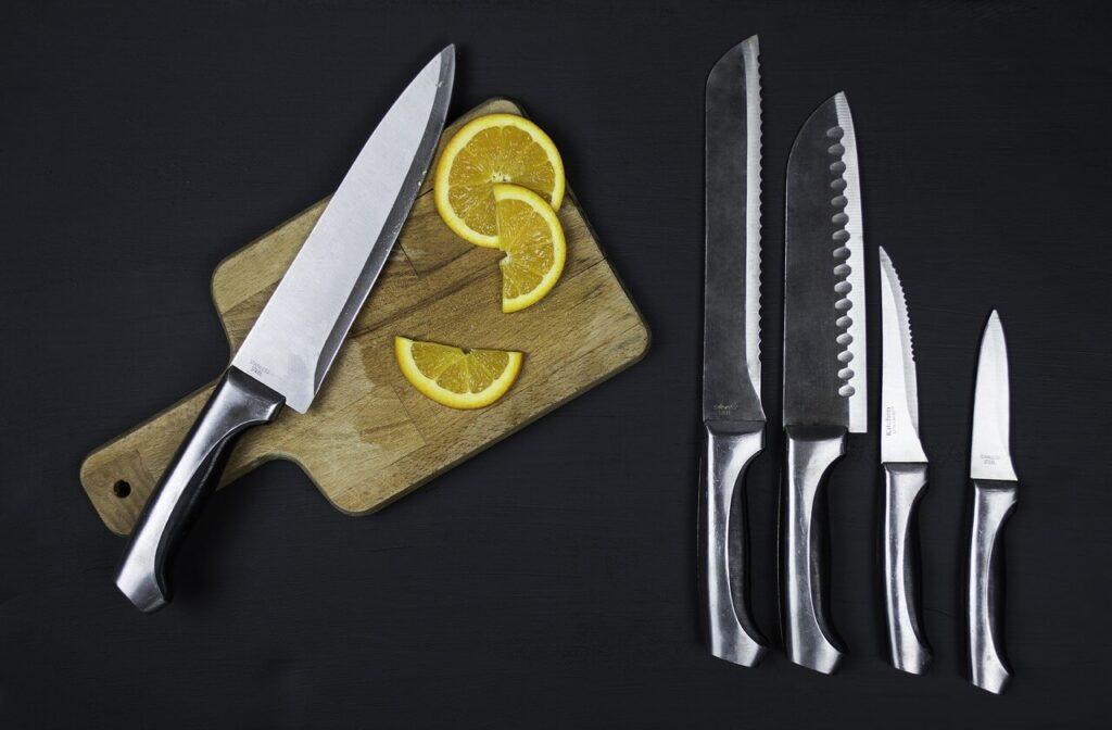 השימוש של סכיני מטבח בסדנאות שוקולד